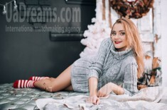 Vika from Lutsk 23 years - eyes with love. My small public photo.