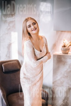 Vika from Lutsk 23 years - photo gallery. My small public photo.