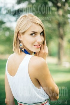 Elena from Zaporozhye 32 years - attentive lady. My small public photo.