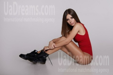Nika from Kiev 21 years - happy woman. My small public photo.