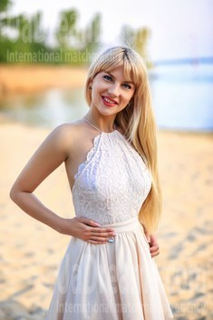 Tanya from Zaporozhye 34 years - photo gallery. My small public photo.