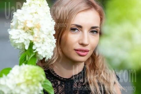 Marisha from Kremenchug 29 years - Warm-hearted girl. My small public photo.