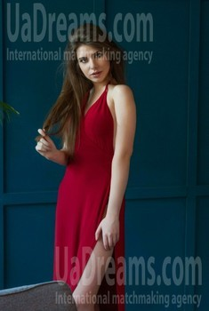 Hrystyna from Lviv 20 years - want to be loved. My small public photo.