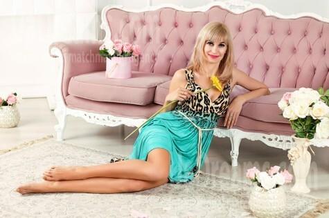 Julichka from Zaporozhye 42 years - Warm-hearted girl. My small public photo.