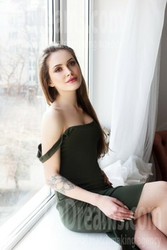 Ira from Ivano-Frankovsk 23 years - single russian woman. My small public photo.