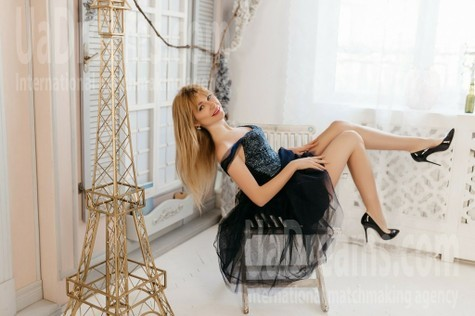 Anastasia from Ivanofrankovsk 32 years - attentive lady. My small public photo.