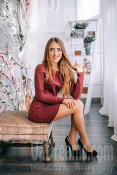 Kate from Lutsk 19 years - eyes lakes. My small public photo.