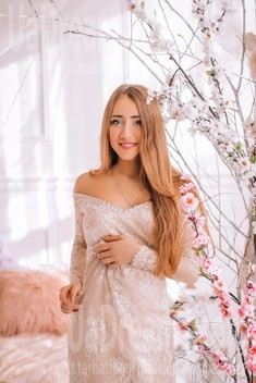Kate from Lutsk 19 years - attractive lady. My small public photo.