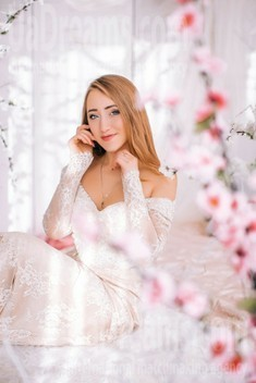 Kate from Lutsk 19 years - wants to be loved. My small public photo.