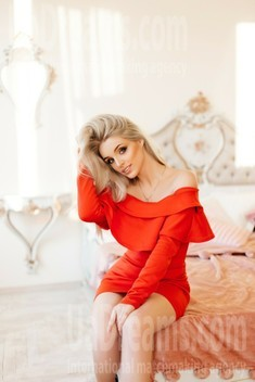 Susie from Ivanofrankovsk 22 years - lovely girl. My small public photo.