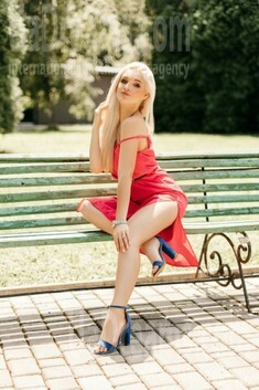 Susie from Ivanofrankovsk 22 years - nice smile. My small public photo.