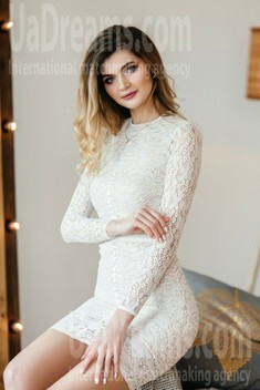 Evgeniya from Dnipro 24 years - searching life partner. My small public photo.