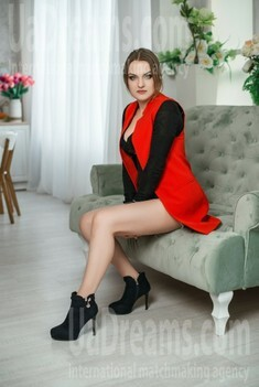Yana from Dnipro 28 years - searching life partner. My small public photo.