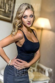 Viktoriya from Lviv 25 years - ukrainian girl. My small public photo.