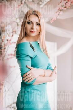 Ksyusha from Lutsk 35 years - Music-lover girl. My small public photo.