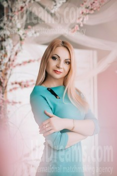 Ksyusha from Lutsk 35 years - sunny smile. My small public photo.