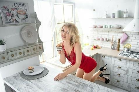 Lora Kharkov 37 y.o. - intelligent lady - small public photo.
