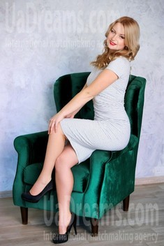 Tina from Zaporozhye 28 years - loving woman. My small public photo.