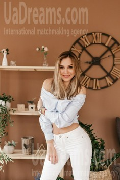 Diana from Ivano-Frankovsk 24 years - want to be loved. My small public photo.