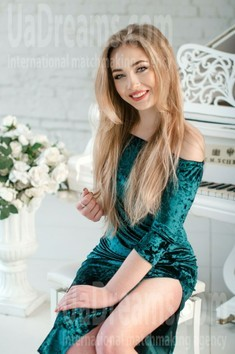 Katie from Kiev 20 years - desirable woman. My small public photo.