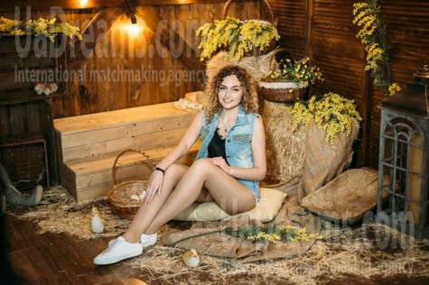 Alyona from Kharkov 20 years - ukrainian bride. My small public photo.