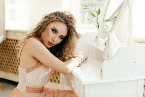 Yuliia from Ivanofrankovsk 20 years - wants to be loved. My small public photo.