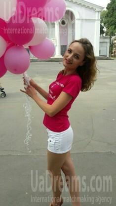 Nadya from Kiev 32 years - ukrainian woman. My small public photo.