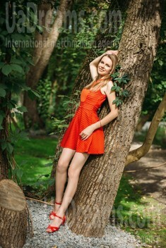 Nadezhda from Kharkov 32 years - smiling for you. My small public photo.