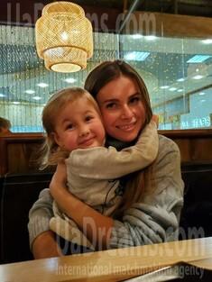Nadezhda from Kharkov 32 years - good girl. My small public photo.