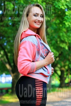 Antonina from Zaporozhye 35 years - want to be loved. My small public photo.