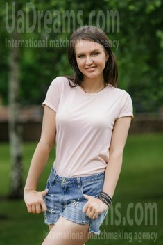 Elena from Dnipro 29 years - bright smile. My small public photo.