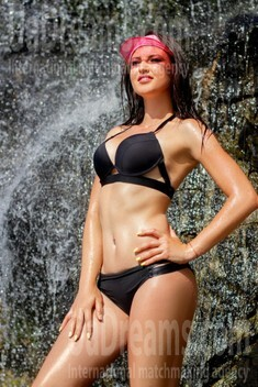 Elena from Dnipro 29 years - wants to be loved. My small public photo.