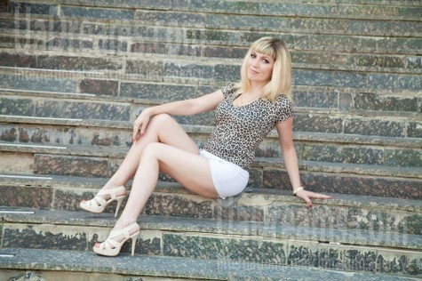Toma from Sumy 42 years - kind russian girl. My small public photo.
