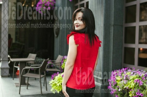 Veronika from Dnipro 35 years - bright smile. My small public photo.