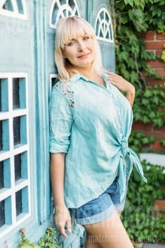 Vlada from Kharkov 44 years - Warm-hearted girl. My small public photo.