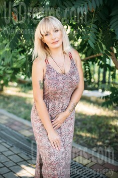 Vlada from Kharkov 44 years - Kind-hearted woman. My small public photo.
