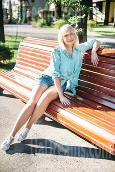 Vlada from Kharkov 44 years - kind russian girl. My small public photo.