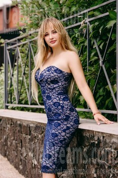 Anastasia from Cherkasy 22 years - want to be loved. My small public photo.