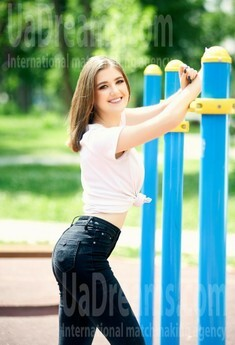Andriana from Ivanofrankovsk 19 years - look for a man. My small public photo.