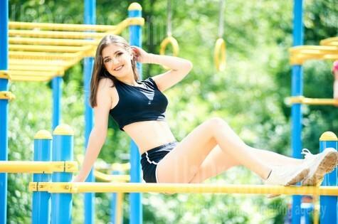 Andriana from Ivanofrankovsk 19 years - waiting for husband. My small public photo.