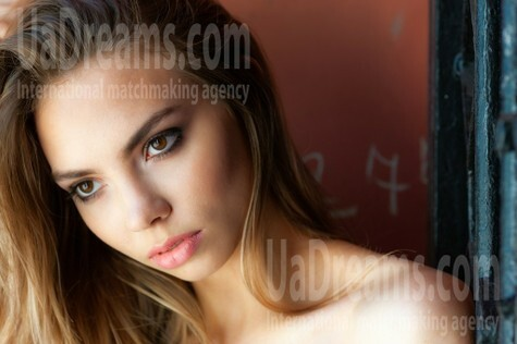 Alena from Kremenchug 19 years - amazing appearance. My small public photo.