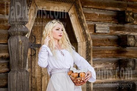 Svetlana from Zaporozhye 37 years - charm and softness. My small public photo.