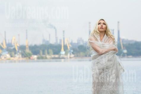 Svetlana from Zaporozhye 38 years - sunny day. My small public photo.