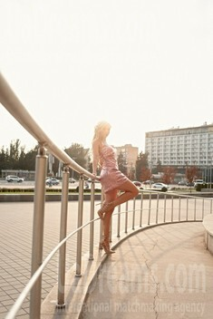 Svetlana from Zaporozhye 38 years - on a summer outing. My small public photo.