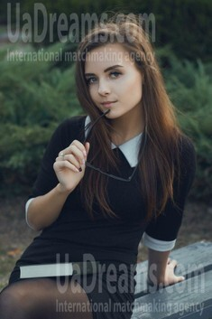 Karina from Kiev 20 years - want to be loved. My small public photo.