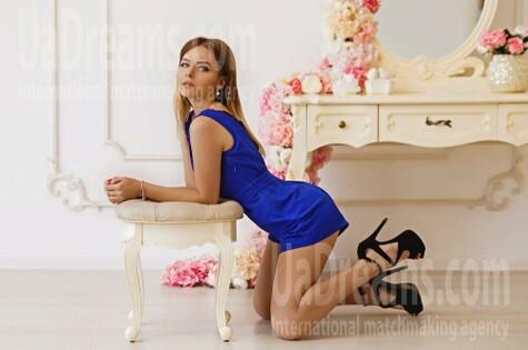 Karina from Kiev 20 years - ukrainian woman. My small public photo.