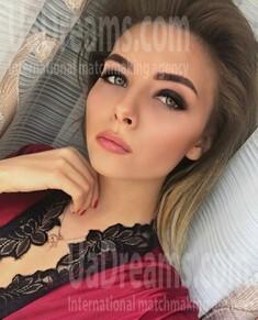Karina from Kiev 20 years - natural beauty. My small public photo.