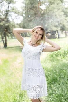Karina from Kharkov 40 years - single russian woman. My small public photo.