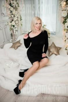 Ekaterina from Kharkov 39 years - smiling for you. My small public photo.