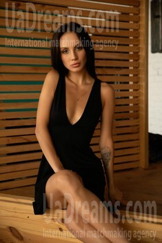 Karina from Lviv 21 years - girl for marriage. My small public photo.